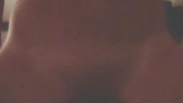 黒檀のポルノモデルAna 女の子 の ため の アダルト ビデオ Foxxは、ハードコックで角質を取得します。