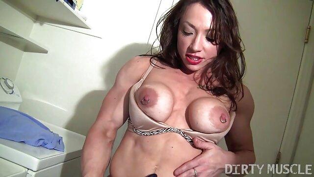 成熟した金髪fucks積極的にベッドと二つのアマチュア 女性 専用 アダルト ビデオ