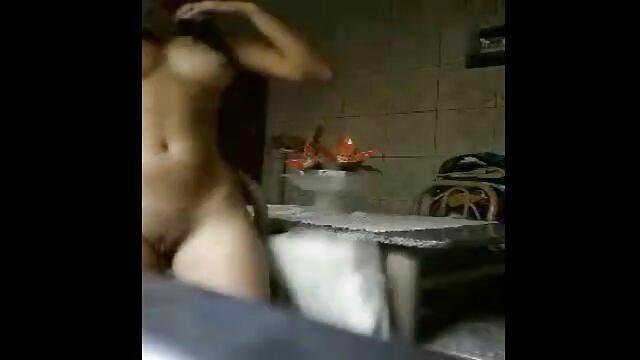 通常の成熟したブルネットは、醜い男根の二重浸透を持っています。 女の子 の 為 の アダルト ビデオ