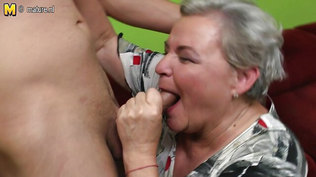 肛門の中で同時に二つのチンポにしっかりとコントロールされたバカ犬、