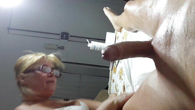 大人のポルノスター喫煙タバコの間に灼熱のセックスとともに 女子 の 為 の アダルト ビデオ