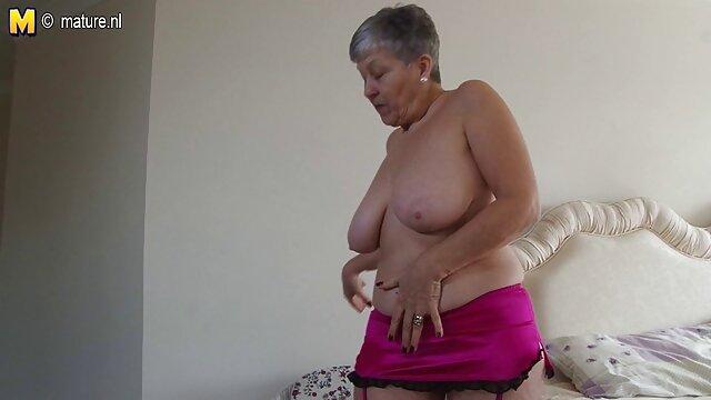 巨乳の若い痴女と食欲をそそるお尻を見せ、すぐにお尻にチンコが現れます 女子 の 為 の アダルト ビデオ