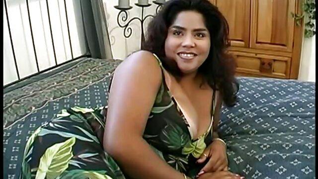 成熟した雌犬は彼女のオナニーで男を誘惑し、彼に犯される。 女 用 アダルト ビデオ