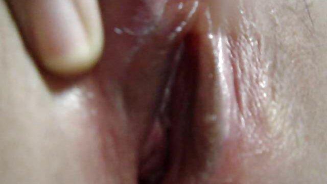 プールルームでディルドと成熟したレズビアン 女子 用 アダルト ビデオ