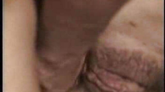 女の子は精子で歯を磨くことを望んでいます。 女性 向け erovideo