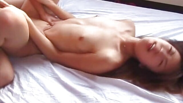 ポルノ女優Briana銀行は、同時に彼女のお尻に二つのコックでそれを取ります。 女の子 用 アダルト ビデオ