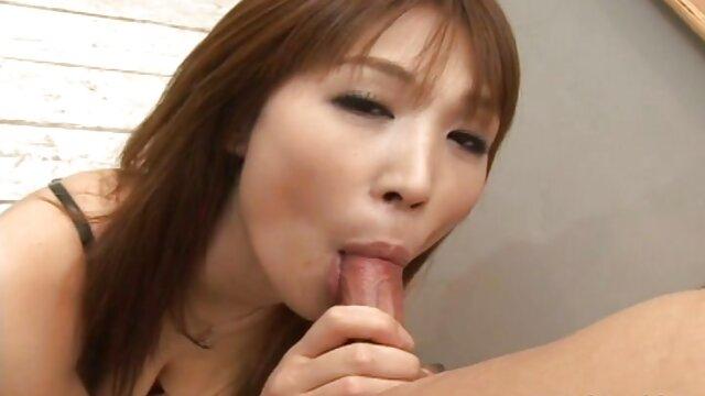 恋人とセックスをしている若い女性は、彼女の夫によって見つかり、それから大きく飛び散ります。 女 用 アダルト ビデオ