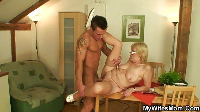男はベッドの中で女の子を演じ、完全に彼女を狂わせる。 女性 用 エロ ビデオ