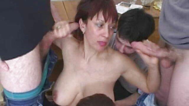 十代のカップルの愛の性別、野生の温泉はソファの上にあります 女性 向け エロ ビデオ 無料