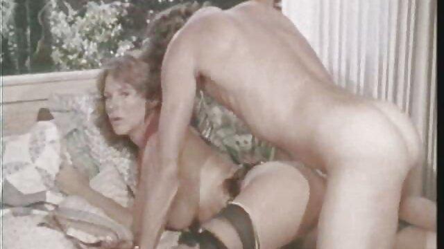 妻はディックと黒の男を招待し、夫の膝の中でファックします 女性 用 エロ ビデオ
