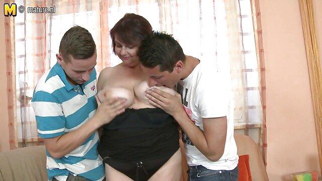 隣人の前で裸の成熟した女性と彼と一緒に寝る。 無料 アダルト ビデオ 女性