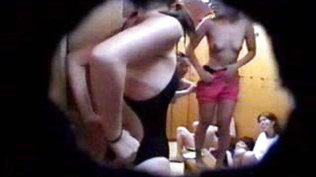 オマンコに指を入れてシャワーでチンポをしゃぶらせる大人の日本人女性。 女性 が 見る エロ ビデオ